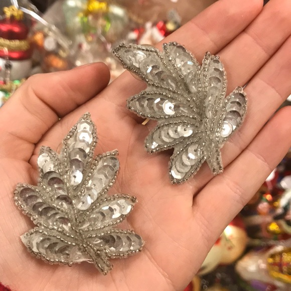 Vintage Jewelry - Silver Sequin Bold Christmas Leaf Stud Earrings